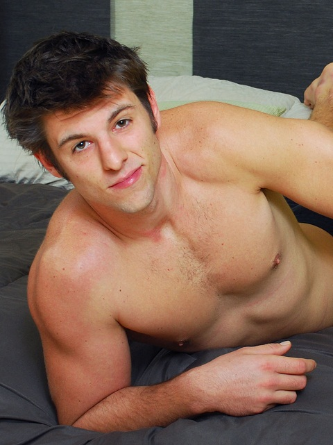 College Dudes: Warm & Wet Session With Nut Buster Aiden Tripp