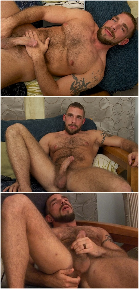 Men Over 30: Stud Johnny Parker Creates His Debut Solo Jack Off