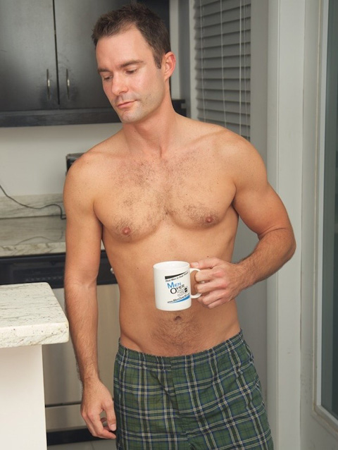 Men Over 30: Cameron Throbs His Cock Early in the Morning